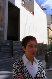 Rosa María Castells, restauradora del Museo de la Asegurada, frente a la ampliación del MACA